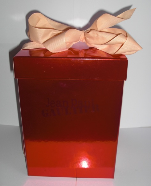 2000 Christmas present set closed