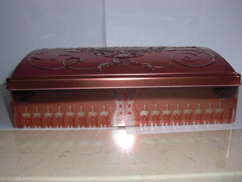 1999 mothers day biscuit tin set closed