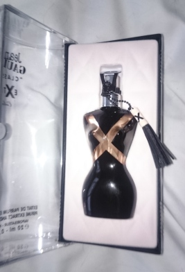 Classique EXtrait perfume extract and its leather charm inside